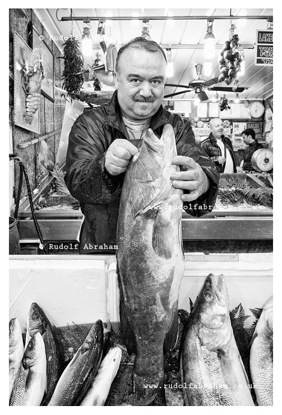 Istanbul Turkey Market Bazaar Fishmonger Seafood Food Photography Travel © Rudolf Abraham