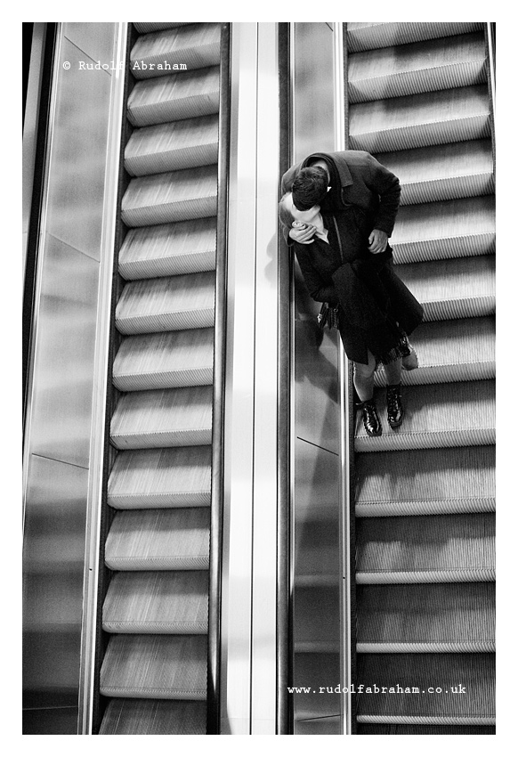 street photography tate modern london kiss rudolf abraham 20180318_0082a